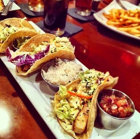 16. Yediğiniz yemeklerin fotoğraflarını da arada sırada paylaşabilirsiniz. Ama fazla abartmamak lazım.