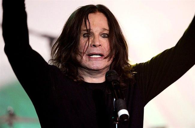 Ozzy Osbourne  Sahnede canlı bir yarasanın kafasını ısırarak kopardığını duymayan yoktur. Aslında bu konudaki bütün iddialar doğru. Ancak Osbourne, halen o yarasanın kauçuktan yapılma olduğunu düşünerek bu eylemi gerçekleştirdiğini iddia ediyor.