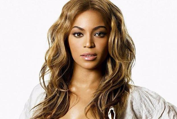 Beyonce  Hamileliğinin sahte olduğu ve taşıyıcı anne yoluyla çocuk sahibi olacağı yönündeki iddialar bir dönem ayyuka çıkmıştı. Çünkü katıldığı bir televizyon programında, koltuğa oturmaya çalışırken karnı oldukça tuhaf bir şekle büründüğü görülmüştü. Bu olay sonrasında Beyonce, ne yaptıysa da kimi hayranlarının sahte hamilelik fikrini değiştirmeyi başaramamıştı.