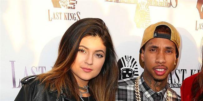Kylie Jenner & Tyga  İkili haklarında çıkan iddiaları uzunca bir süre yalanlamıştı. Ancak sonunda birlikte kabul ettiler. Jenner'ın 17 yaşında olması da medyanın sıkça gündeme getirdiği bir konuydu.