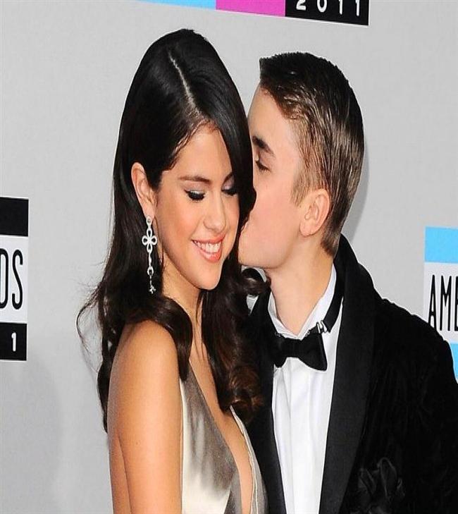 Justin Bieber & Selena Gomez   Onlarda uzun süre manşetlerden düşmemişti. İkili ilişkiye başladığında Bieber 16, Gomez ise 18 yaşındaydı.