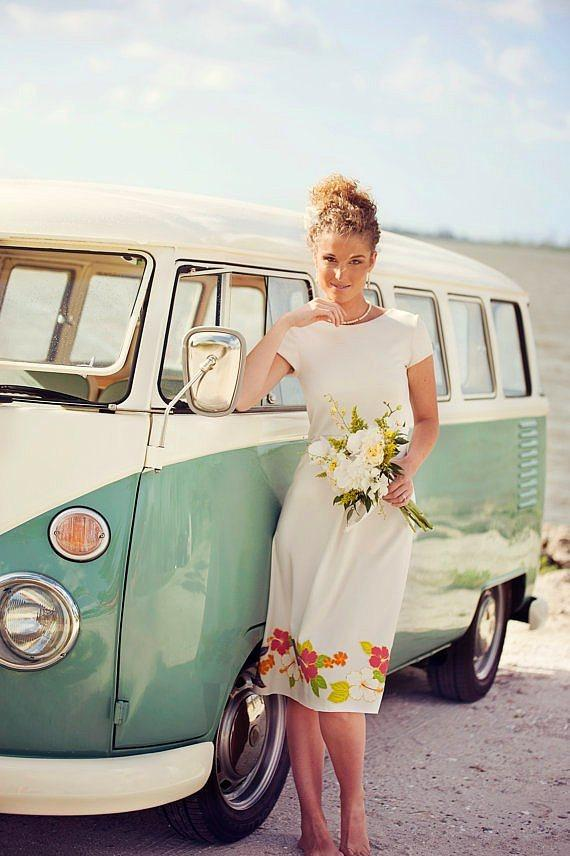 Klasik  Klasik beyaz bir elbise ve sizi yansıtan dokunuşlar; hepsi bu.