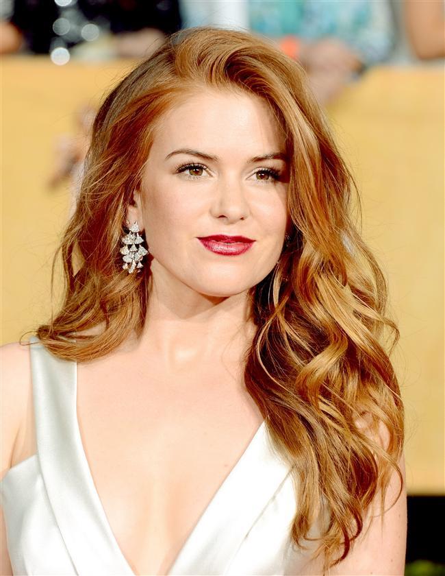 Katlı kesim saçlar her sezon trend olan modellerden. Bu saç modelleri çabasız şıklığın ve naturelliğin de simgesi aynı zamanda. Katlı saç kesimi ve modellerini yüz şeklinize uygun şekilde ünlülerin yüzlerinden esinlenerek uygulayabilirsiniz.