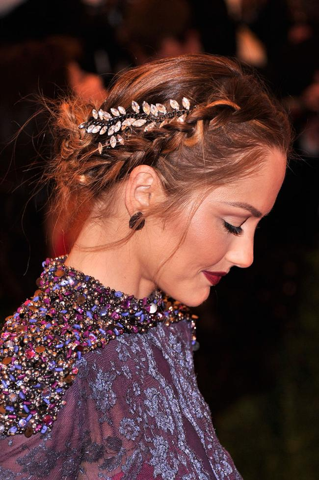 Saçlara şıklık katan tokalar, bantlar ve ışıltılı aksesuarlar ünlüler tarafından sıklıkla tercih ediliyor.