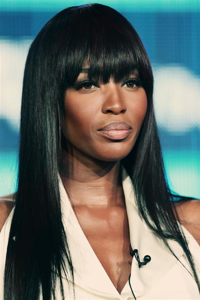 İlham almak için Naomi Campbell uzun kahküllü saç modellerini incelebilirsiniz. Kahküller uzun dalgalı saç modeli ile bile mükemmel bir seçenektir.  Kaynak: Kadın ve Blog