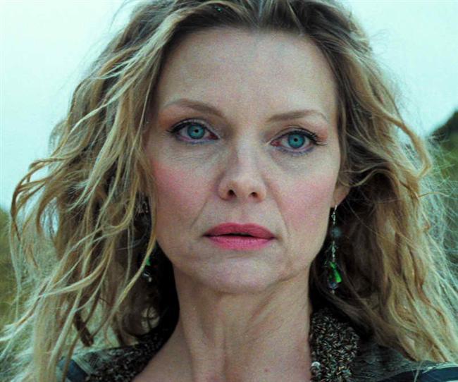 Michelle Pfeiffer  Michelle Pfeiffer yıllar önce, gün ışığının vücuda gereken tüm besini sağlayabileceğini iddia eden bir tarikatın mensubuydu. Üstelik tarikatın kurucuları olan çifte, ciddi anlamda finansal destek de sağlıyordu. Verdiği bir röportajda, tarikat yüzünden finansal çöküşün eşiğine kadar geldiğini anlatmıştı.