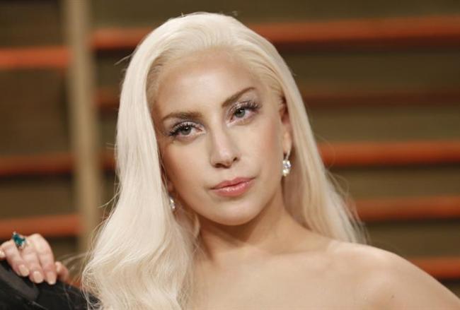 """Lady Gaga  İngiltere'de verdiği bir konserde söylediği, """"Seks yapmayın. Ben de bekarım. Seks olmadan da yaşanabilir"""" şeklindeki sözler, kendisini listemize almaya yetti de arttı."""