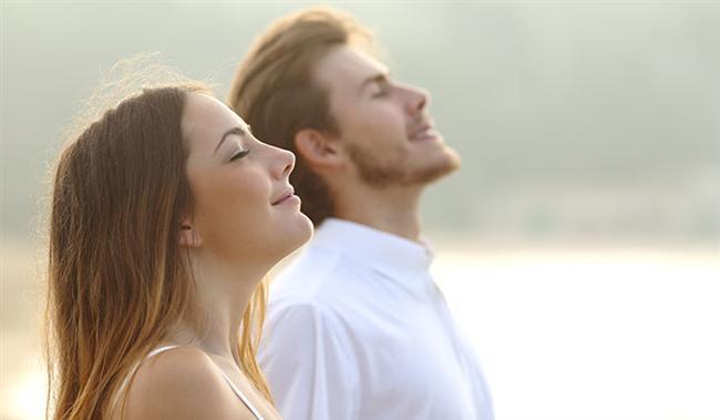 Solunum  Erkekler dakikada ortalama 16 kez soluk alıp verir. Kadınlar ise dakikada 20-22 kez soluk alıp verir. Her iki cinsin günde soludukları miktar ise aynı olup 12 bin litredir.