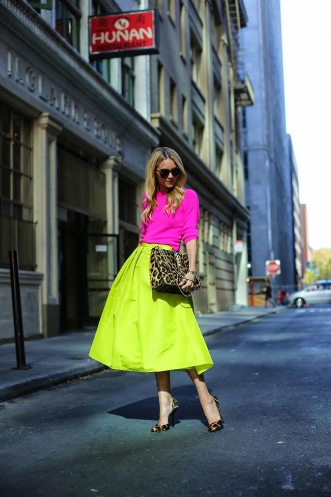 Bol renkli bu modellere en çok neonlar, çiçek desenler, pötikareler eşlik ediyor.