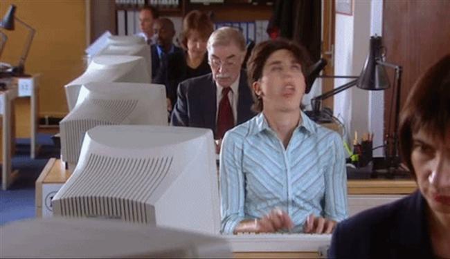 Her gün aynı ofis aynı insanlar aynı işler!  Evet her gün aynı ofiste aynı şekilde dünyanın en monoton şeklinde çalışıyor olabilirsiniz. Her pazartesi tam bir işkence haline geliyor hatta ayaklarınız geri geri gidiyor, bunun farkındayım.