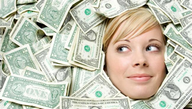 """""""Bu ay şöyle kenara 200-300 lira bir şeyler koymak lazım.""""  Ayın ortasına doğru: -Abi, sende 100 kağıt varsa versene ya. Borçları ödedim maaştan hiçbir şey kalmadı bana."""