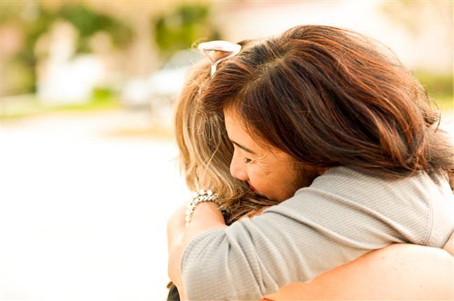 Yay Burcu Kadını   Yay burcu kadınıysanız  emirlerden hoşlanmazsınız. Bir yerde durmasını sevmeyen ve devamlı hareket arayan birisiniz. Yakın akrabalarınızdan hoşlanmaz ve karşı cins ile yakın ve dostça ilişkiler kurarsınız. Evli yay kadınıysanız yardımsever, inançlı, iyi bir ev kadını ve annesinizdir. Yapıcı ve uyumlu olur ve eşinizin sözünü dinlersiniz. Başkalarının meselelerine burnunu sokmaz, sakin, akıllı, yetenekli, kibar, düşünceli ve ılımlısınızdır. Eşinize yardımcı ve güvenilir, erdemli, hoş insan sayılırsınız. Yay burcu doğumlu bir eş bulursanız talihli sayılacaksınız. İnançlara bağlılıktan, kurallara uyulmasından ve açık kalplilikten hoşlanırsınız. Bağışlayıcı bir karakteriniz vardır.
