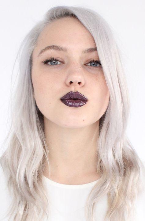 Bu renk için, göz renginizin renkli olması ya da kaşlarınızın sanki hiç yokmuş gibi olmasına gerek yok. Örnek DKNY defilesi. Kısa, uzun, toplu ya da açık saç…