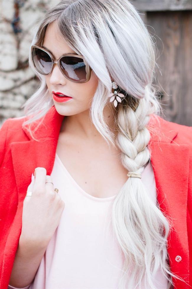 Moda şaşırtmaya devam ediyor. Eskiden saçta beyaz renk gördük mü, aklımıza ilk yaşlılık gelirdi. Fakat moda bizi beyaza alıştırıyor. Size de saçlarınızı boyatın desek ne dersiniz? Hemde böyle en çılgınından!!!