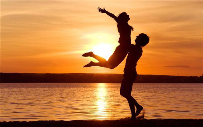 Siz yorgunsanız ama erkek arkadaşınızın spor programının bitmesine daha iki saat varsa, onu beklemeden yatmanız kaçınılmazdır. Ancak bu ona aynı zaman çizelgesinde yaşamadığınız mesajını verebilir ve sizi birbirinizden uzaklaştırabilir.   Uzun bir günün ardından birbirinizi gördüğünüz için mutlu olursunuz. Ancak birinizin sabredemeyip diğerinin üzerine atlaması korkutucu bir durum olabilir. Çoğu insan işten eve geldikten sonra 10 dakikalık bir molaya ihtiyaç duyarlar. Bu zamanı kısaltmak partnerinizi rahatsız edip tüm geceyi sizden uzaktan geçirmesine sebep olabilir.