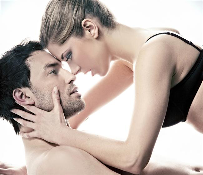 3- Erkekler aşık olamaz, onlar için seks her zaman aşktan önce gelir.  Uzmanlar erkeklerin yüzde 90'ının aşkın sonsuzluğuna inandığını belirtiyor. Sadece aşkla birlikte tutku da arıyorlar.