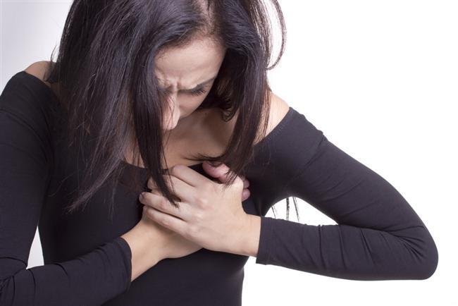 Aslan Burcu  Kalp ve sırt bölgeleri hassastır. Kalp rahatsızlıkları, kalp romatizması, çarpıntı görülür. Kalp krizi riskleri oldukça fazladır. Dengeli bir yaşam, aşırı yorulmamak ve üzülmemek sağlıklı kalmaları için çok önemlidir. İleri yaşlarda kilo sorunları olur ki bu kalp krizi riskini arttırır.   Sırt, adele ağrıları, omurga ve bel kemiği rahatsızlıkları olabilir. Moral bozukluğu sağlık direncini azaltır. Mikrobik hastalıklara yakalanma oranı artar, ateş yükselir. Kendilerine güvenmeleri ve etrafın beğenisini kazanma çabaları yüzünden cesurca davranışları kazaya uğramalarına, kırıklara sebep olabilir.   Kova Burcu'ndan zıt etki ile dolaşım sistemi rahatsızlıkları, bacak ağrıları, bacağın alt kısmında hassasiyet görülebilir. Aslanlar'ın bünyeleri genellikle güçlü olur. Hastalandıkları zaman aşırı ilgi isterler. Rol yaparak durumlarını dramatik hale sokarlar. Güçlü bünyeleri sayesinde çabuk ayağa kalkarlar. Hastalıklara karşı çok dayanıklıdırlar.