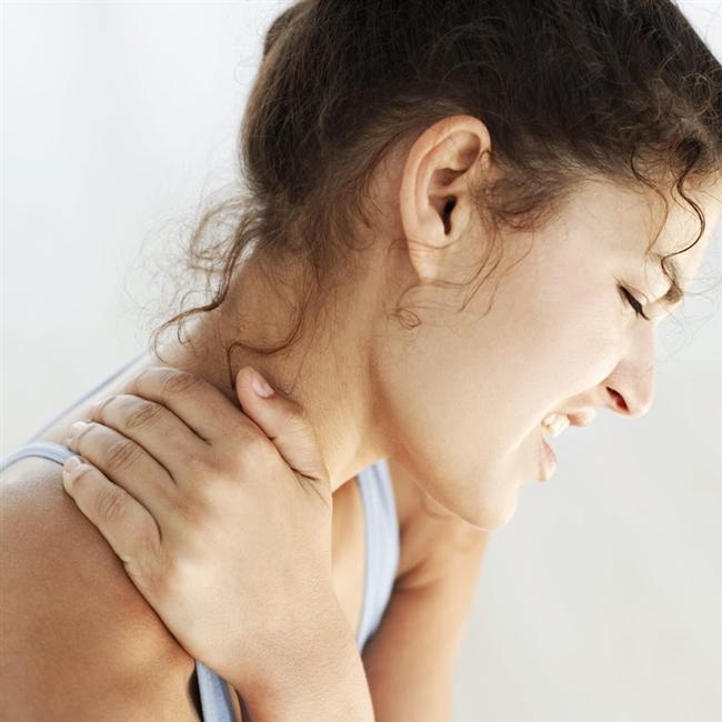 İkizler Burcu  Sinir sistemleri pek güçlü değildir. Ayrıca omuzlar, kollar ve eller hassastır. Köprücük kemiği kırıkları, omuz ve kol ağrıları olur, parmaklarla ilgili sorunlar, sinirsel rahatsızlıklar görülebilir. Kekemelik, konuşma ile ilgili problemlere rastlanabilir. Sindirim sistemleri çok çalışır.   Bu yüzden kilo almaları zordur. Fazla merak sinir sistemini yorar. Vücut direnci azalır, yorgunluk, uykusuzluk görülür. Yay Burcu'ndan gelen zıt etki ile kalça ve bacakla ilgili siyatik ağrıları, romatizma, karaciğer hassasiyeti, alerjiler görülebilir. İkizler insanı dinlenmeyi pek bilmediği için aşırı yorgunluklar yaşar. Genelde zayıf bünyelidirler. Yerinde durmayı beceremeyen İkizler'in hastalığı kendisine sorun olur... Uykuya ve dinlenmeye zaman ayırmalıdırlar.