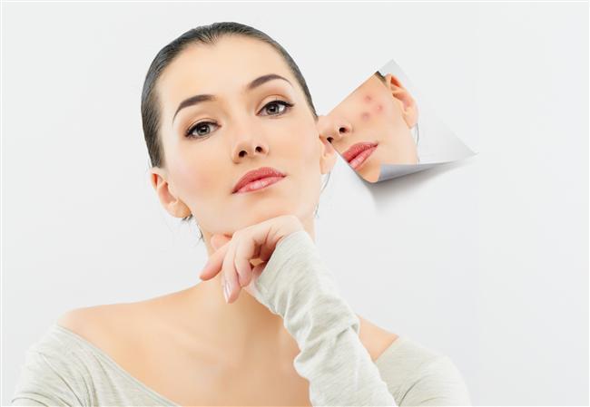 Oğlak Burcu   Vücutlarının hassas kısımları kemikler ve deridir. İskelet sistemi, dişler, eklemler, diz kapağı ve çeşitli ortopedik sorunları olabilir. Romatizma ağrıları çekebilirler. Deri hastalıkları, egzama, çıban, sivilce görülebilir. Aşırı sabır mide rahatsızlıklarına yol acar. Mide asiti çok salgılanır. Yengeç Burcu'ndan gelen zıt etki mide ve sindirim sistemlerinin hassasiyetine sebep olur.   Sakin oluşları sinir sistemlerinin sağlam olmasını sağlar. Acılara çok dayanıklıdırlar. Başkalarının hemen şikayet ettikleri ağrılara onlar günlerce dayanırlar. Kimseye belli etmezler.Kendilerine dikkat ederler. Hemen doktor ve ilaca sarılmazlar. Gerektiği zaman da tedaviyi disiplinli bir şekilde uygularlar. Etrafını rahatsız etmeyen bir hasta olurlar.