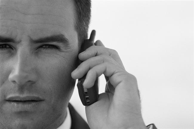 """2. Onu cep telefonundan aradığınızda telefonu """"Aşkım"""" diye cevaplamaktansa """"Ha?"""" diyorsa."""