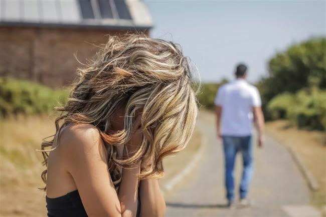 10. Size yolda hiç beklemediği bir anda rastladığında görmezlikten gelip yolunu değiştiriyorsa.