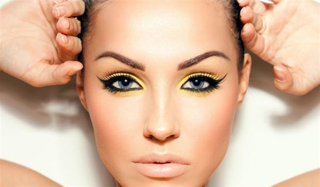 Bir kaç saat sonra göz kaleminizin göz pınarlarınıza dolup çirkin bir görüntü oluşturmasını istemiyorsanız, 24 saat kalıcı jel eyelinerlardan kullanmalısınız.