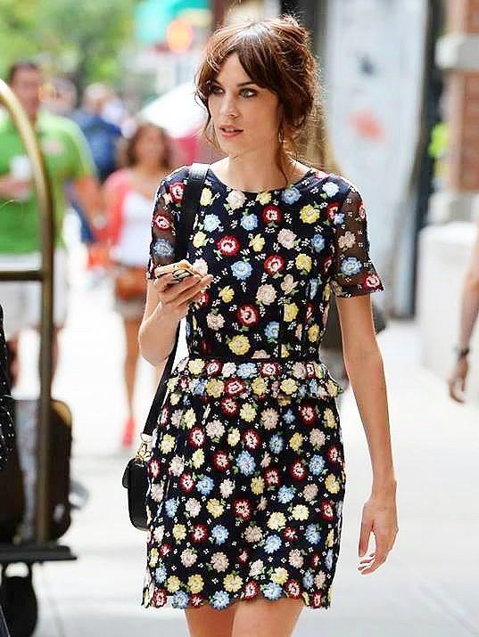 Yaz mevsiminin olmazsa olmazı: Çiçekli Elbiseler.