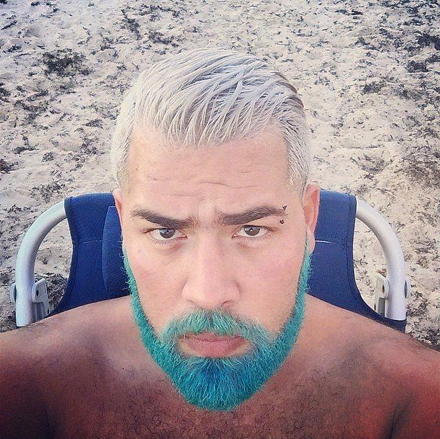 Kararsız kalındığında saç-sakal iki farklı renkte boyanabilir.