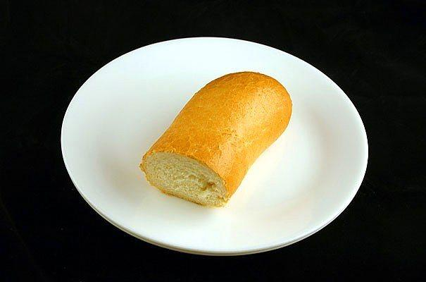 72 gr baget ekmek = 200 kalori  72 gr yaklaşır uzunca bir baget ekmeğinin çeyreği sayılsada ufak bir sandviç için ideal.