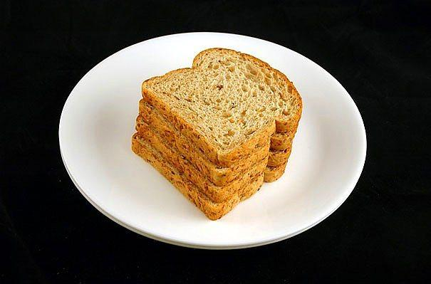 90 gr kepekli ekmek = 200 kalori  Yaklaşık 4 dilim ekmeğe denk gelen 90 gr kepekli ekmek iki öğününüze eşlik edebilir. Ya da dereotlu beyaz peynirli tost ile sadece 160 kalori alabilirsiniz.