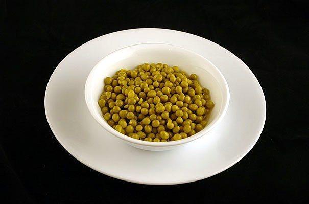 357 gr konserve bezelye = 200 kalori  Bezelyenin içine biraz dereotu doğrayıp yoğurtla karıştırabilirsiniz.