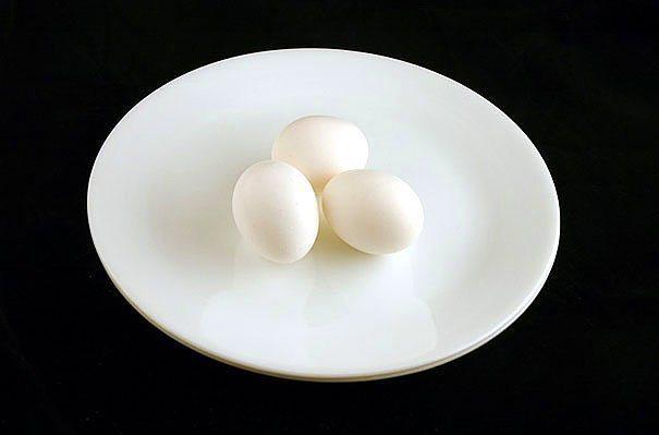 150 gr yumurta = 200 kalori  Yumurtayı ister haşlayın, ister çırpıp enfes bir omlet yapın.