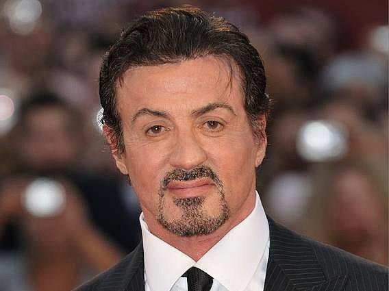 Sylvester Stallone (Hollywood Act)  Rocky ? Rambo ? rolü ne olursa olsun o gerçek bir Hollywood aktörü ve bir dönemin gençlerini etkisi altına alan bir adam. 68 yaşında olan Stallone 275 Milyon $ servete sahip