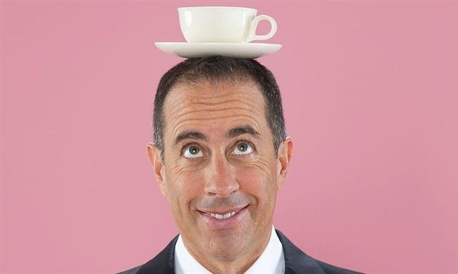 Jerry Seinfeld (American Comedian)  Listemizde 1. Sırayı Jerry Seinfeld alıyor. 1989-1998 yılları arasında Seinfeld dizisiyle gönüllerde taht kuran Jerry, aday gösterildiği 36 yarışmadan 13 ödül almıştır ve Golden Globe ödülüne layık görülmüştür. 1954 doğumlu Seinfeld özellikle Amerikalılar için harika bir komedyendir. Bu nedenledir ki kendisinin kişisel serveti tamı tamına 820 Milyon $ olup, en yakın rakibi Khan'a Leonardo DiCaprio kadar fark atmıştır