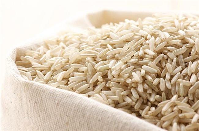 Pirinç  Koca koca çeltik tarlalarını sadece yemek için ektiklerini düşünmek zaten yeterince safçaydı. Rivayet odur ki, keten gibi oluyormuş, inanılmaz da şık duruyormuş.