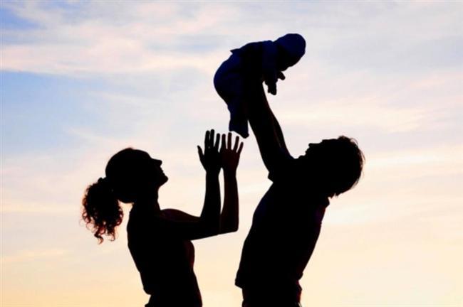 Çocuklarla İlişkisi Nasıl?  Bir erkeğin çocuklarla olan ilişkileri onun insani taraflarının ve ne kadar iyi bir potansiyel baba olduğunun ölçütüdür. Eğer çocuklardan hoşlanmıyor ve hatta onlara katlanamıyorsa bu bazı problemlerin başlangıcı sayılabilir.   Potansiyel sevgilinizin bu tarafını anlamak için hafta sonu evinize, yakınlarınızdan birinin çocuğunu veya çocuklarını davet edin ve sevgilinizin bu çocuklarla olan ilişkilerini dikkatlice gözlemleyin. Eğer çocukların ne söylediğini dinliyorsa bu iyidir. Çocuklarla özel olarak oturup konuşuyorsa bu harikadır. Ama eğer koridorda onlarla alt alta üst üste oyunlar oynuyorsa sizin için muhteşem bir sonuçtur bu.