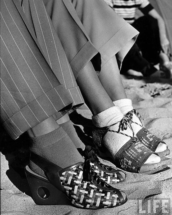 İlginç tasarımlarda ayakkabılar.