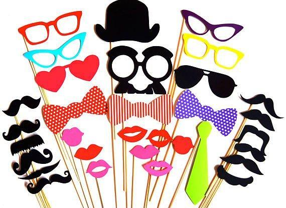 After party yapıcaksanız komik ve renkli maskeler dağatın.