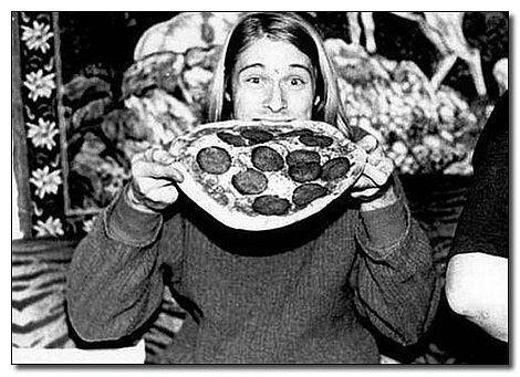 Kurt Cobain mutlu ve aç!