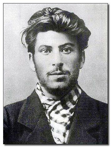 Kız arkadaşınızla kesinlikle tanıştırmak istemeyeceğiniz serseri yakışıklı Stalin.
