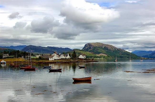Plockton, Loch Carron, Scotland  Yaban hayatının hakim olduğu Plockton Köyü, doğanın sesini dinleyebileceğiniz yerlerden. Burada keşfe çıkabilir, doğayı yakından tanıma fırsatı bulabilirsiniz.