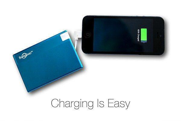 Kredi kartı büyüklüğünde portatif batarya.  Bu portatif bataryayı cüzdanınızda taşıyabilirsiniz.