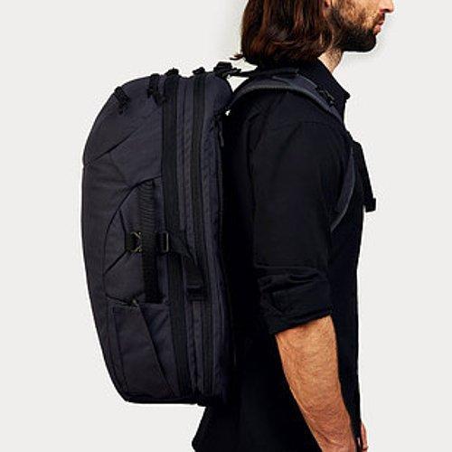 Sırt valizi.  Bir valiz kadar kapsamlı olsa da sırtınızda taşıyabileceğiniz seyahat çantası.