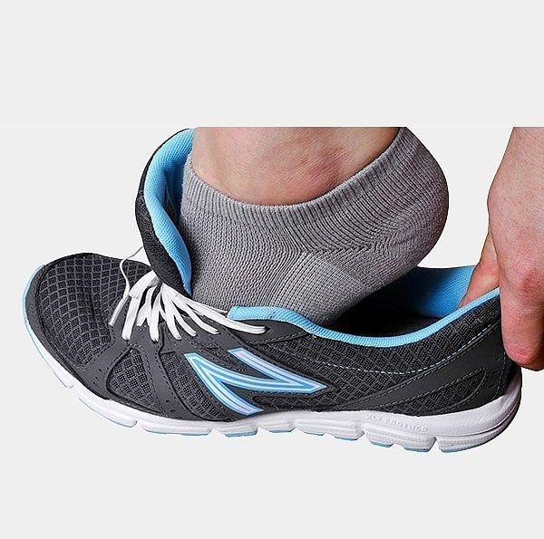 Lastikli ayakkabı bağcıkları.  Bu bağcıklar sayesinde ayakkabılarınızı çıkarıp giyme çilesinden kurtulabilirsiniz.