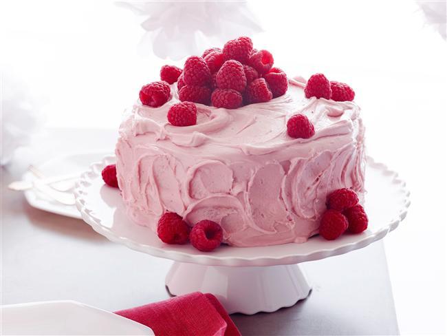 Yay Burcu  Maceraperest, yaratıcı ve konuşkan Yaylar, yemek için değil; yaşamak için yerler. Bu özellikleriyle farklı ve denenmemiş tatlar akıllarını başından alabilir. Özellikle bol soslu ve egzotik kekler midelerini bayram ettirecektir. Örneğin frambuaz soslu kek veya farklı meyvelerin birleştiği aromalı dondurmalar Yayları mutluktan havaya uçurur.