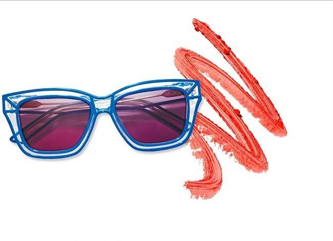 Gözlükte kenar detayları doğru kombinle stil sahibi bir görünüm kazanmanızı sağlar.