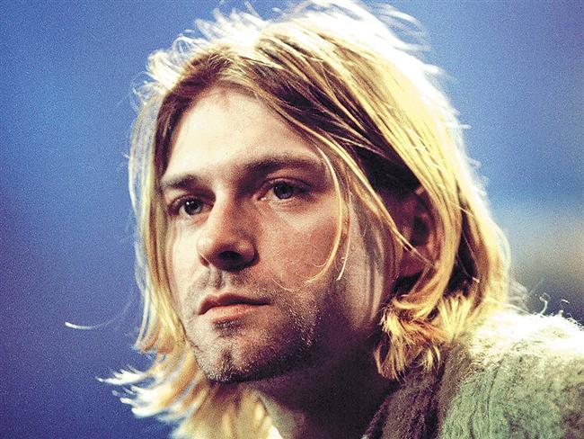 Kurt Cobain  Ailesi boşandıktan sonra sokaklara düşmüş ve bir süre tren garlarında yaşamış.