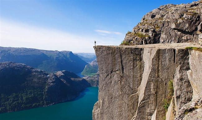 Preikestolen (Pulpit Kayası)  Fotoğrafçıların uğrak noktası. Olağanüstü bir manzara...