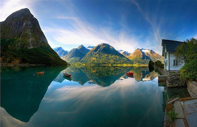 Harikulade bir göl manzarası