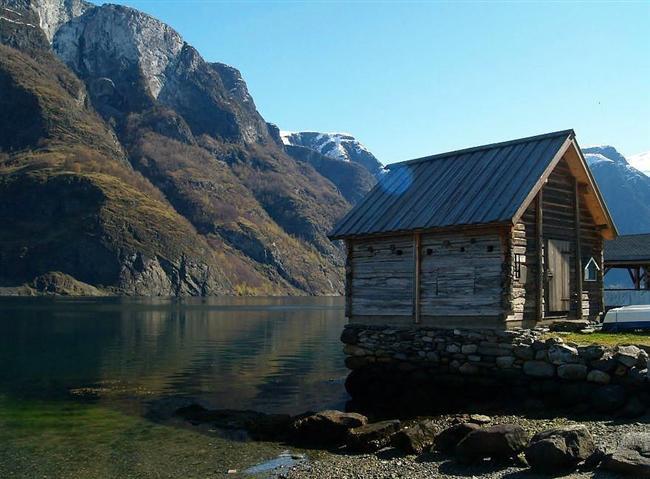Undredal'de eski bir balıkçı kulübesi